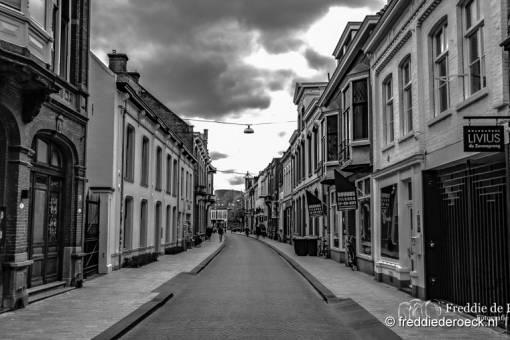 -Nieuwlandstraat-CorronaCrisis-Tilburg-Freddie-de-Roeck-14-april-2020