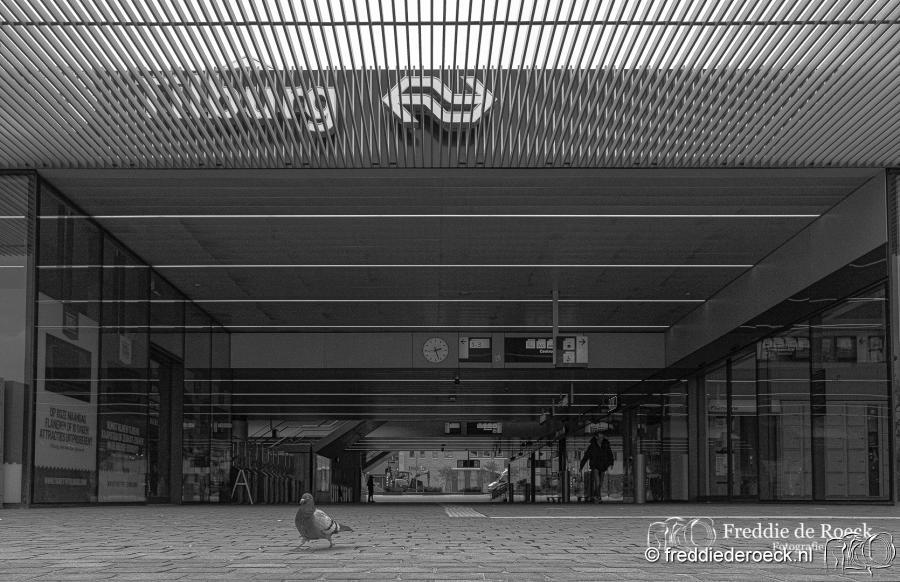 Station-CorronaCrisis-Tilburg-Freddie-de-Roeck-14-april-2020-3